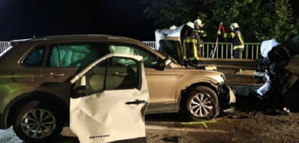 Cinci români, răniţi după ce un microbuz s-a lovit cu un autoturism, în Austria