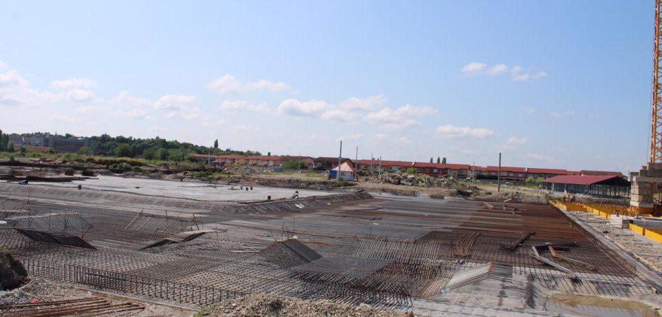 Comparatie: Cat de mult au avansat, in doua luni, lucrarile la viitoarea sala polivalenta din Oradea