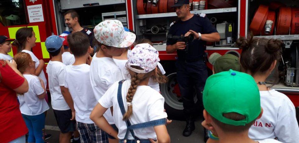"""Copiii au fost învățați de pompierii militari să prevină """"ghinionul"""". Comunicat"""