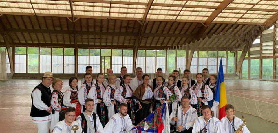 Nuntasii Bihorului s-au intors dintr-un turneu de 10 zile in Europa de Vest