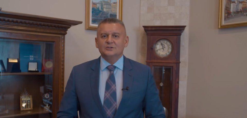 """""""Criza votului din Diaspora trebuie să devină istorie"""".  Printr-un spot video, prefectul Ioan Mihaiu promoveaza platforma de vot  online"""