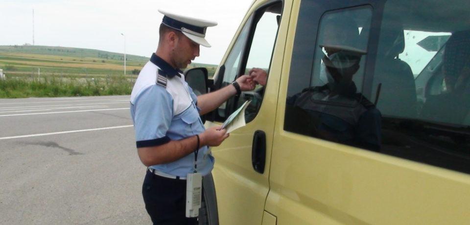 """Polițiștii au oprit în trafic mii de mașini ca să descopere """"pirații rutieri"""""""