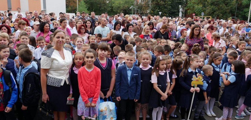 """Festivitate de deschidere pentru un nou an școlar la Liceul Ortodox """"Episcop Roman Ciorogariu"""" Oradea"""