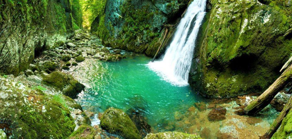 Frumoasa și zgomotoasa Cascada Evantai, punct de atractie al Cheilor Galbenei din Bihor