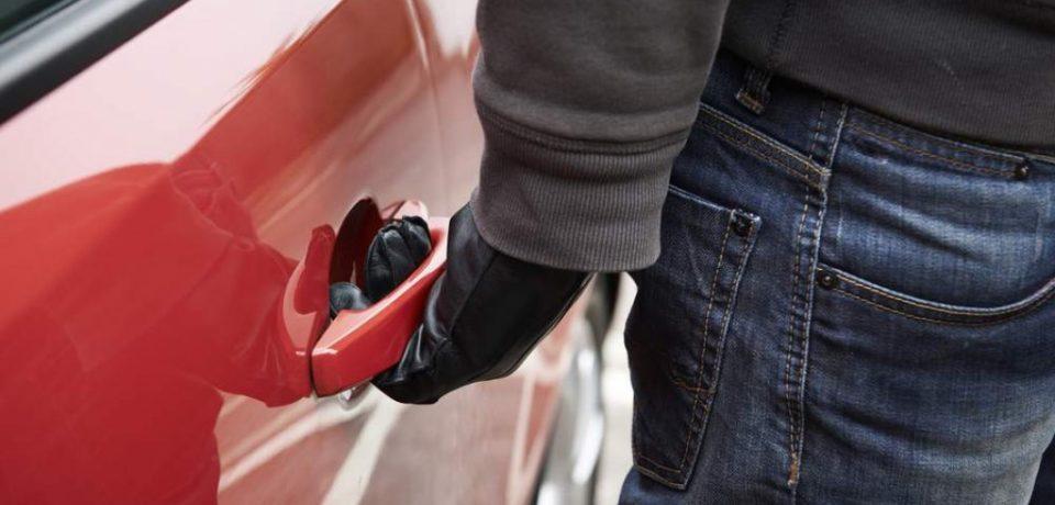 La Oradea, o tânără a fost agresată și tâlhărită, în propria mașină, de un bărbat pe care îl cunoștea