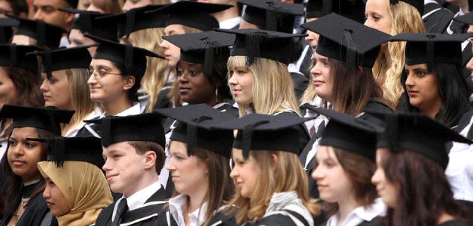 Studenţii străini vor putea rămâne doi ani în Marea Britanie după ce obţin diploma, pentru a-şi căuta un loc de muncă